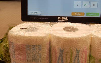 Compare os rolos de papel pelo peso