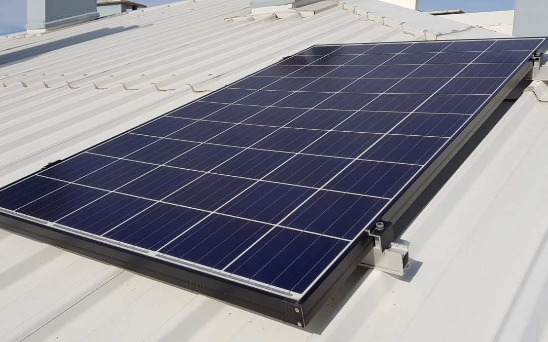 Como faço para vender a eletricidade dos meus painéis solares?